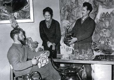 v.li.n.re.<br /> Max Strack, Gretel Stadler, Erwin Eisch 1960 in der Galerie Malura München